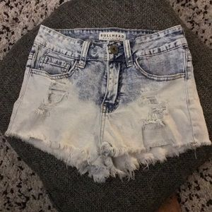 Bullhead fray hem denim shorts